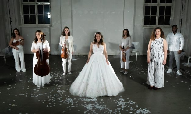 """Music and menstruation united: """"dialogue with arose"""""""